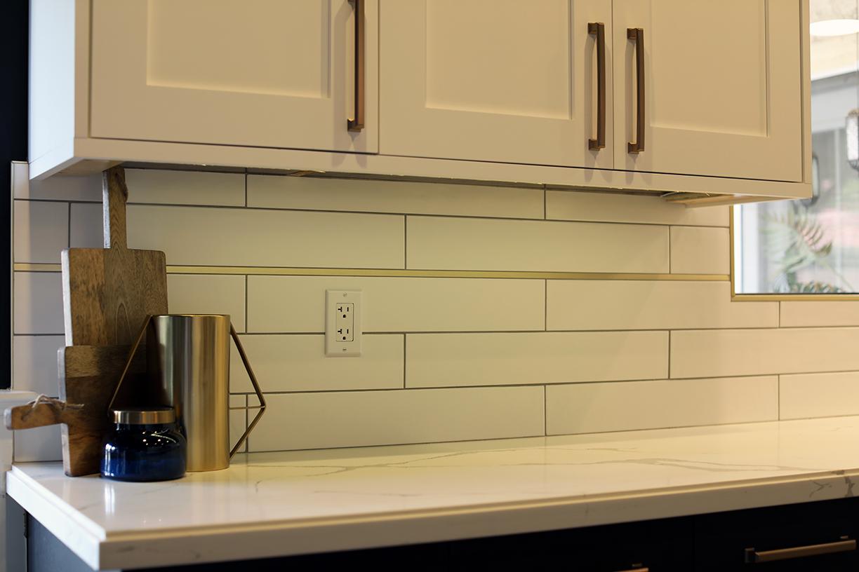 Kitchen remodeling contractor for backsplash